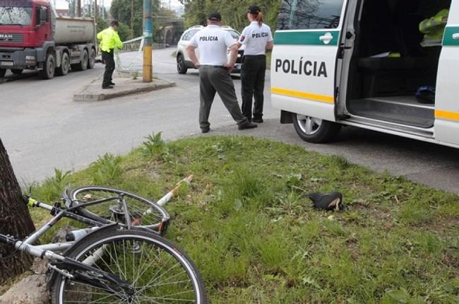 ab92a35b5 Vážne zraneného cyklistu našli na peknej ceste - skončil v nemocnici -  Cyklista