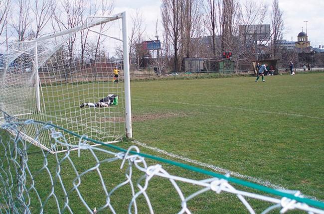 1539cb9fb0d49 Deti v bratislave nemajú kde hrať futbal, prídu aj o ďalšie ihrisko -  ihrisko_start