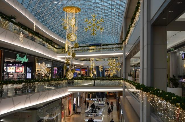 Obchody a nákupné centrá počas Vianoc. Tu nakúpite aj 25. a 26. decembra. 0  0. Eurovea vianočný interiér 034b25ac7d8