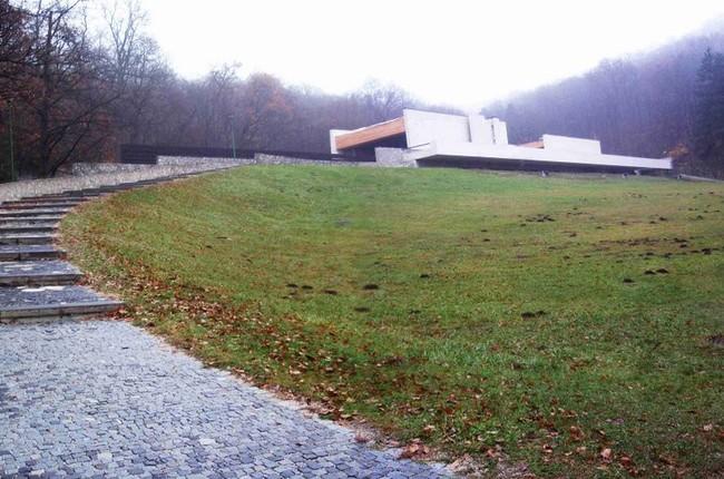ec106ba72 FOTO: V Krematóriu začali opravovať hlavné schody – na iné rekonštrukcie  zatiaľ nemajú peniaze | Život v meste | Bratislavské noviny