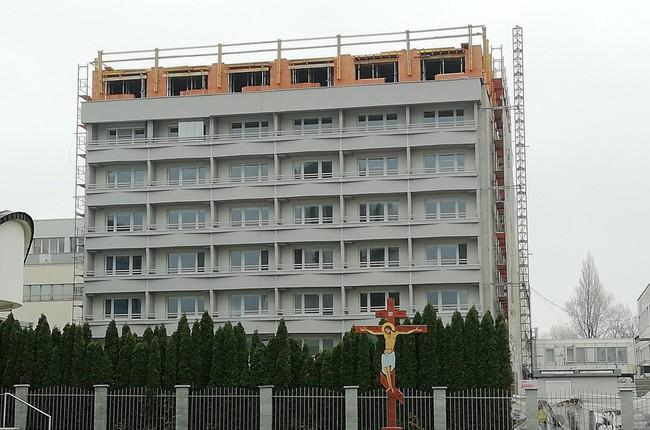5e02c95db FOTO: Legendárne sídlo HZDS na Tomášikovej sa premenilo na bytovku. Čo  našli po mečiarovcoch v budove noví majitelia? | Bratislavské noviny
