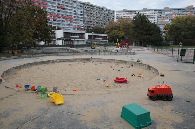 Petržalka obnoví ďalšie dve ihriská v okolí Gessayovej ulice ... 8c86e2c3728