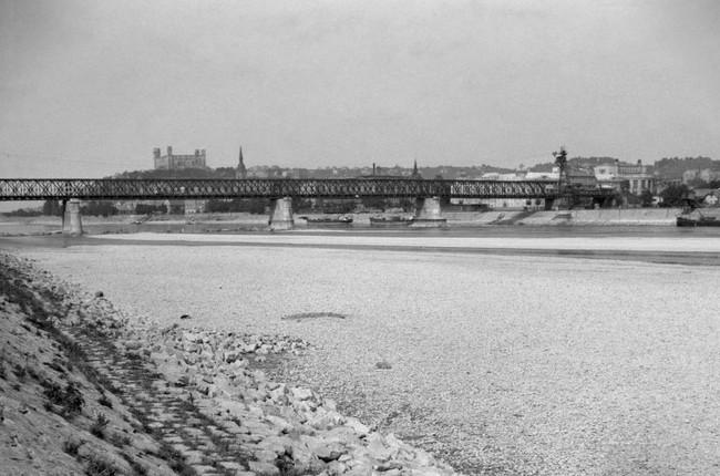 8e29d88388 FOTO  Aj vy ste niekedy prešli cez koryto Dunaja na druhý breh suchou nohou