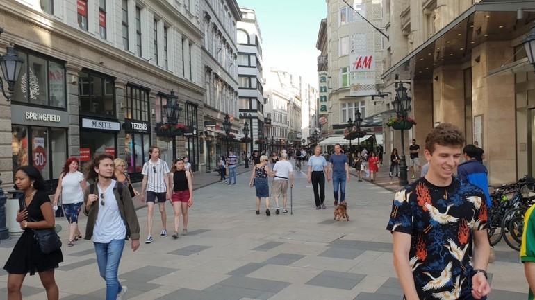 Váci utca v sobotu napoludnie